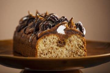 Specoluus & Caramel Cake